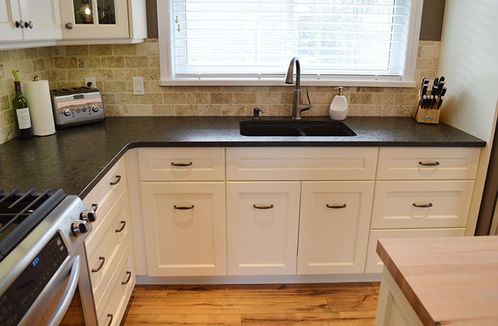 Custom Kitchen Cabinets and Counters