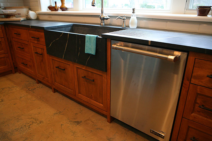 Bruce county custom cabinets copper pine custom for Custom kitchen cupboards