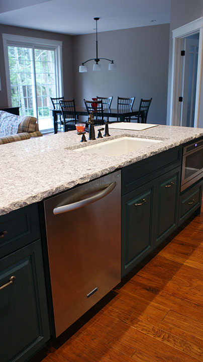 Custom Kitchen Cabinets and Kitchen Renovations