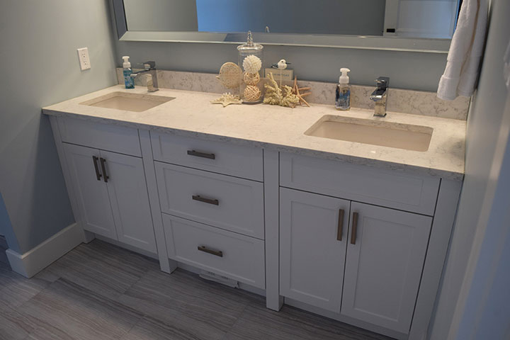 Custom Bathroom Cabinets & Finishes