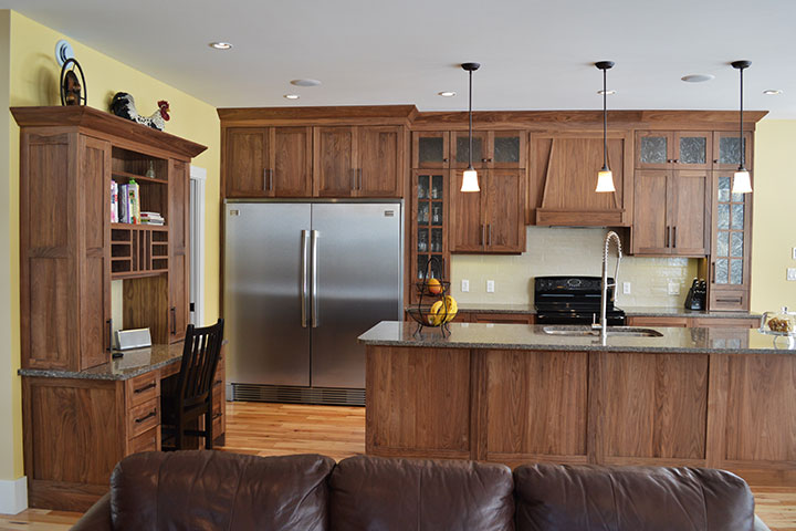 Custom Kitchen Cabinets and Drawers