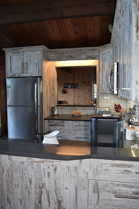 Custom Kitchen Cabinets and Finishes