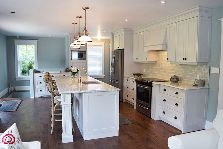 Bruce County Custom Cabinets Light Taupe Kitchen With A Touch Of Traditional